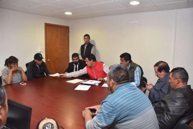 Se reúnen funcionarios con habitantes de Nahuatzen, Michoacán