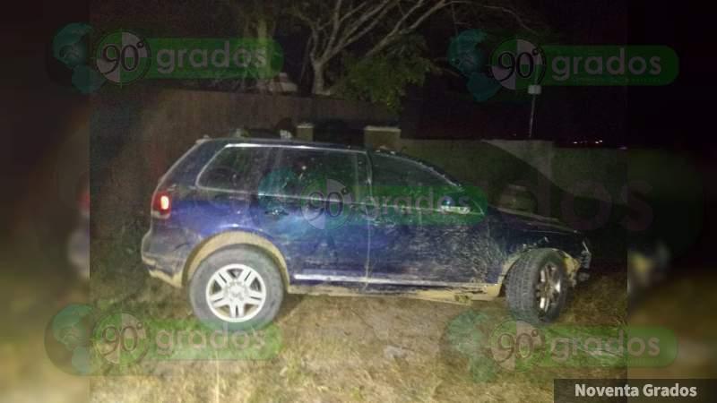 Aseguran camioneta blindada relacionada con balaceras en Coalcomán