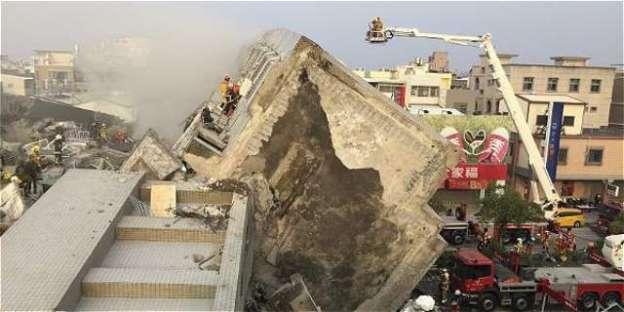 Tres muertos y más de 150 hospitalizados tras sismo de 6.4 grados en Taiwán