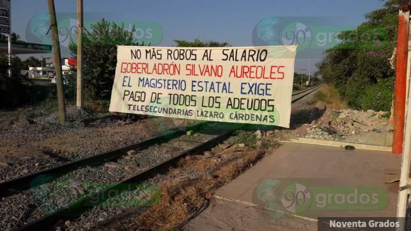CNTE bloquea las vías del tren en Lázaro Cárdenas, Michoacán