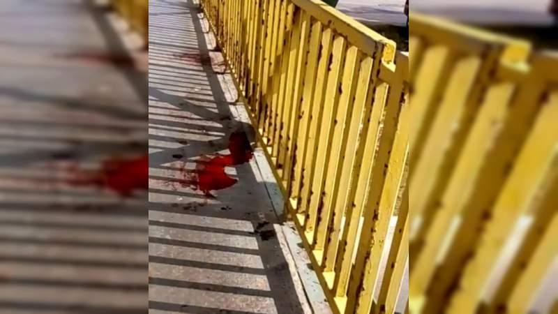 Hallan colgado de puente a sujeto que confesó motivos de masacre de 13 personas en Minatitlán, Veracruz