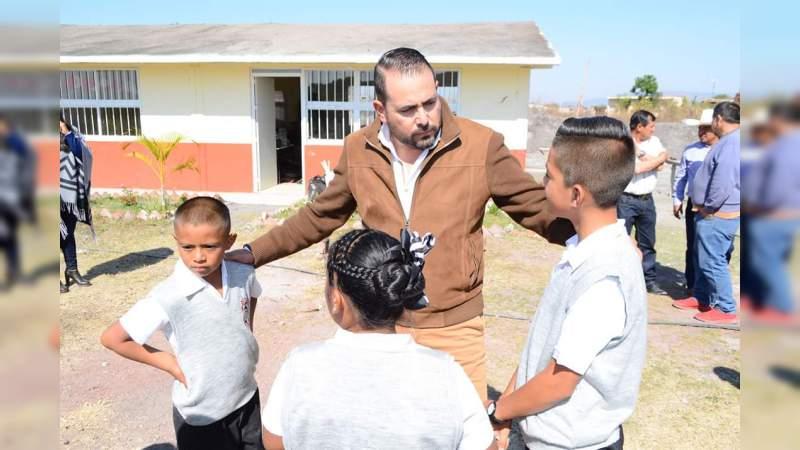Reconoce Humberto González que Michoacán, con acciones, refrenda su compromiso con la educación