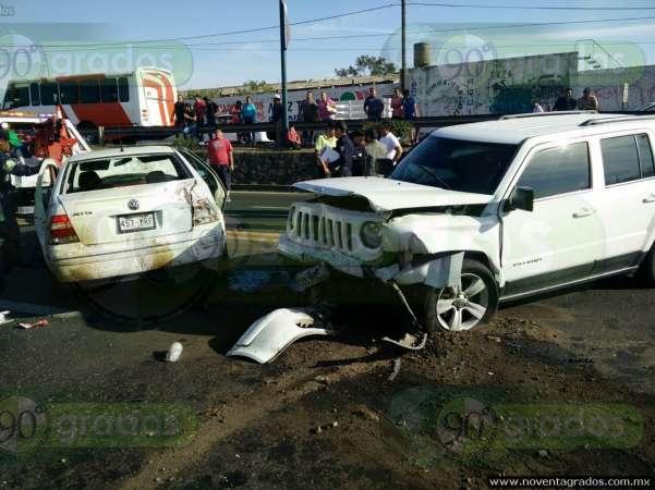 Morelia: Choque múltiple en la salida Quiroga deja cuatro lesionados