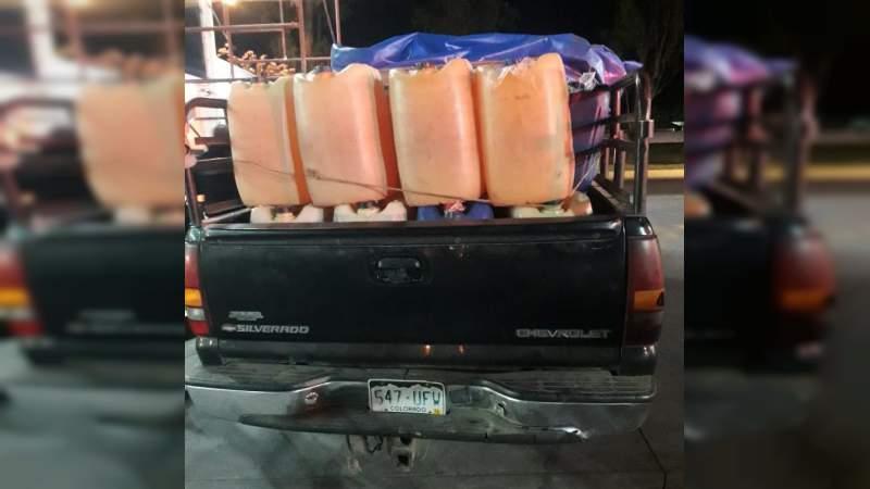 Detienen a nueve sujetos con más de 4 mil litros de gasolina robada, en Uruapan