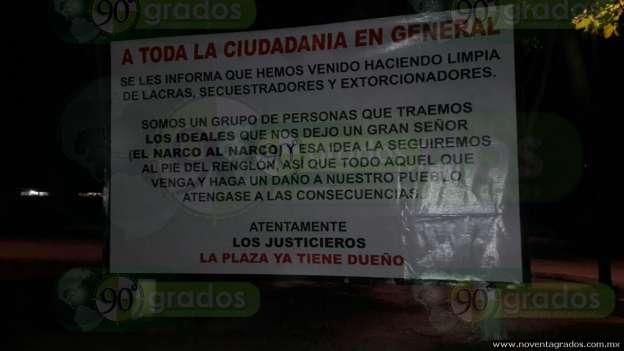 Tras aparición de mantas en Zamora, localizan más narcomensajes en Lázaro Cárdenas