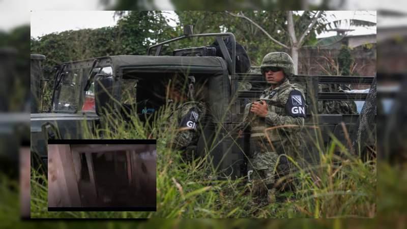 Tras balear a militares, sicarios abandonan arsenal y droga en Cajeme, Sonora