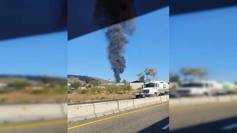 Arde ducto de PEMEX en Tarímbaro, Michoacán