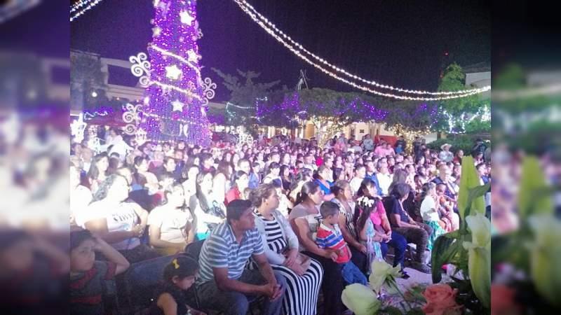 Fieles de la Luz del Mundo realizan magno evento cultural en el Centro de Apatzingán, Michoacán