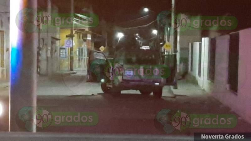 Desde camioneta, acribillan a hombre en vehículo en el Centro de Escobedo, Guanajuato