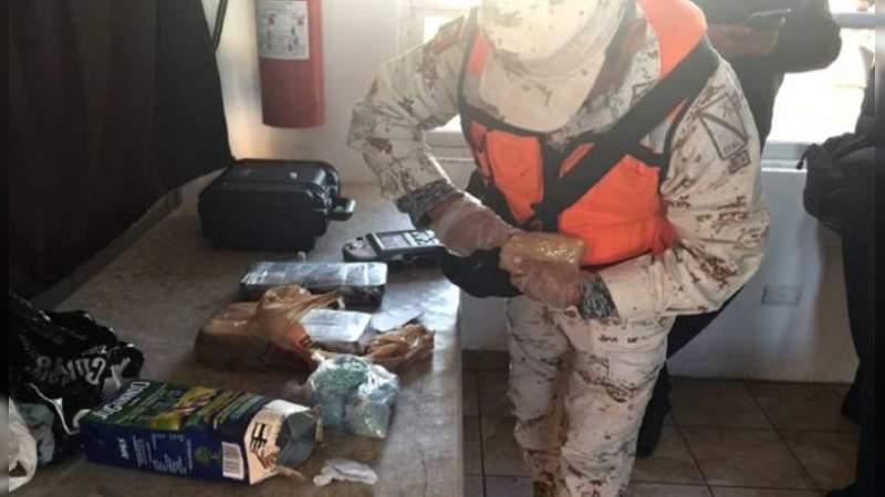Ocultos en caja de jugo encuentran 26 millones de pesos en drogas, en un autobús en Sonora