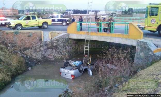 Morelia: Fallece tras caer al río con todo y vehículo