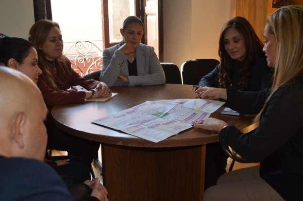 Entrega Secretaría de Turismo de Morelia material turístico promocional por la llegada del Papa