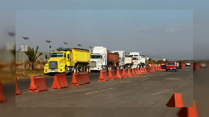 """Para """"ahorrar"""" en nuevo aeropuerto, trasladan material de Texcoco a Santa Lucía"""