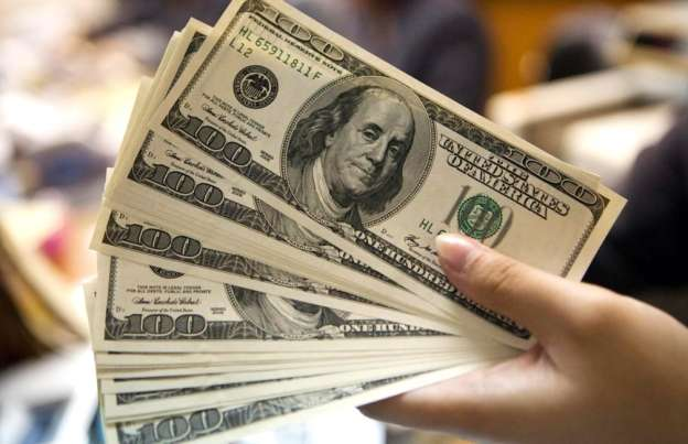 Dólar libre cierra hasta en 19.10 pesos a la venta en bancos de la Ciudad de México