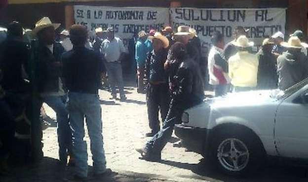 Toman habitantes Alcaldía de Charapan, Michoacán
