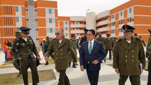 Recorren Silvano Aureoles y titular de Sedena nueva zona militar de Nuevo León