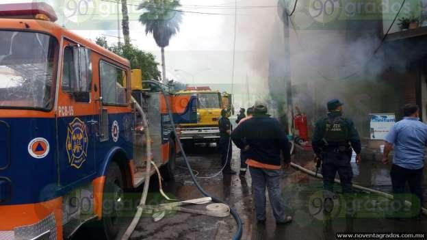 Incendio consume varios negocios en Tocumbo