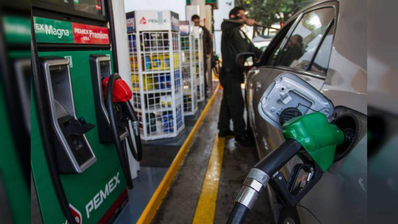 El 1 de enero entran en vigor mayores impuestos a la gasolina, cigarros y bebidas saborizadas