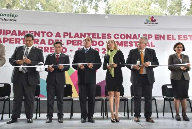 Entrega Silvano Aureoles equipamiento por 8 mdp a planteles del Conalep
