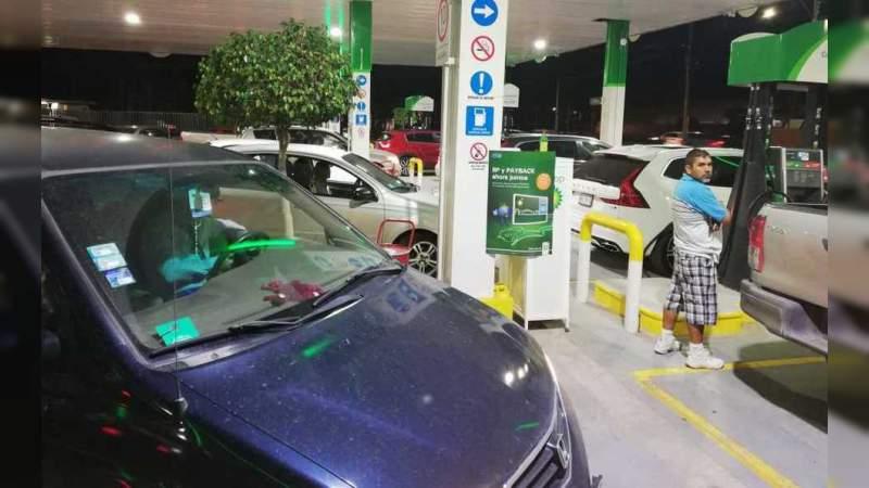PAN busca eliminar impuesto a la gasolina, litro quedaría en 13 pesos