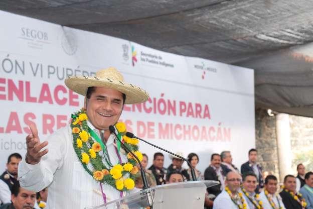 Llama Silvano Aureoles a trabajar de manera cercana con municipios de Michoacán