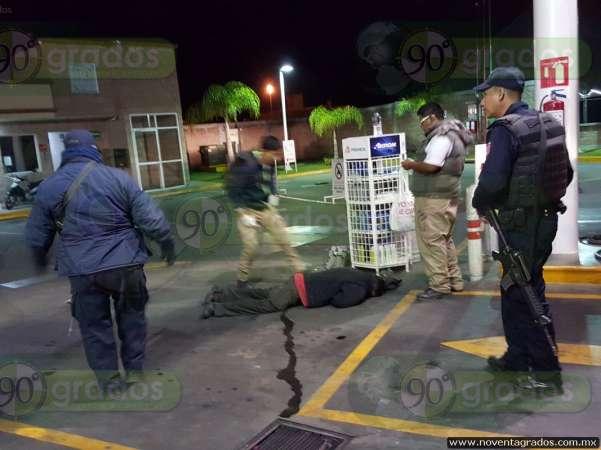 Sujeto fallece por causas desconocidas en gasolinera de Zamora