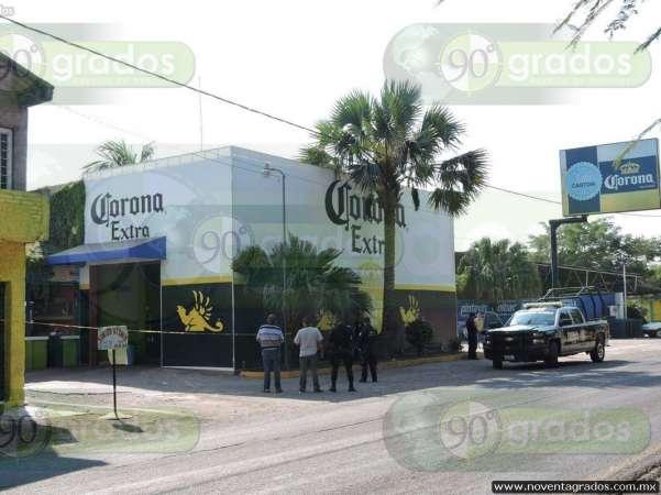 Atracan tienda de autoservicio en Apatzingán; se llevan 25 mil pesos