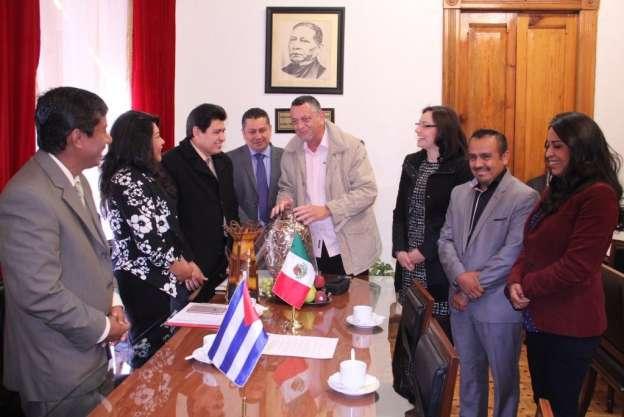 Reciben diputados a delegación cubana