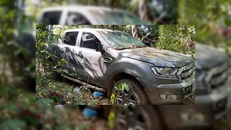 Aseguran cuatro vehículos del crimen organizado, en Chinicuila