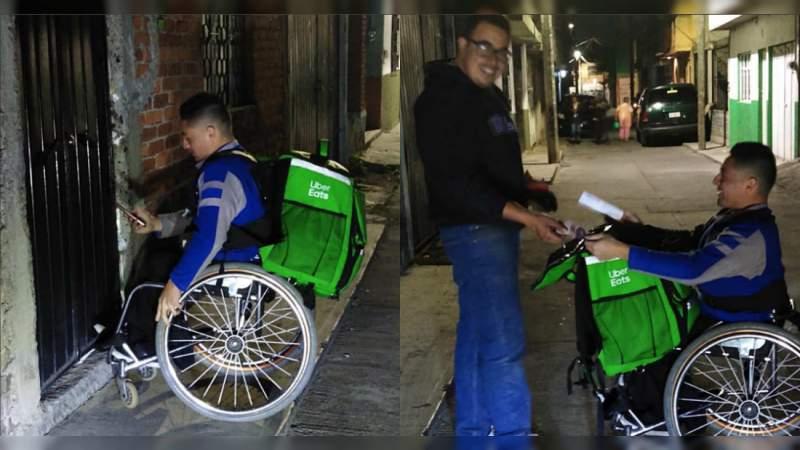 Repartidor de Uber en silla de ruedas causa sensación en Morelia