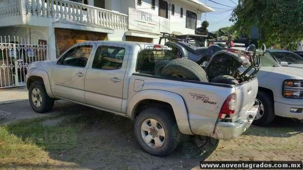 Detienen armados a tres presuntos miembros de la delincuencia organizada en Lázaro Cárdenas, Michoacán
