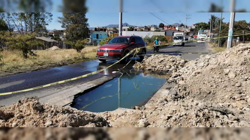 Ooapas sin atender fugas enormes de agua de cuatro colonias del sur de esta capital