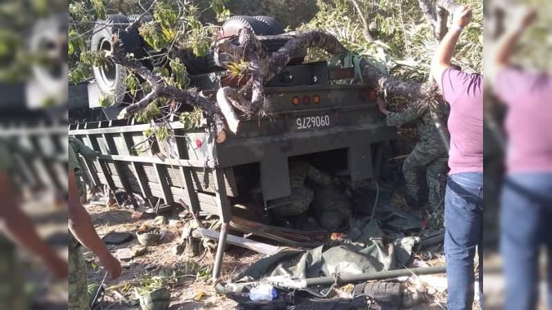 Vuelca camión del Ejército en Oaxaca: Tres soldados muertos y 35 heridos