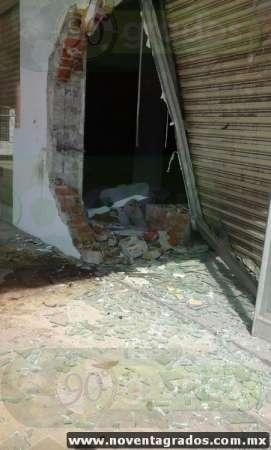 Se estrella contra local y se da a la fuga en Apatzingán, Michoacán