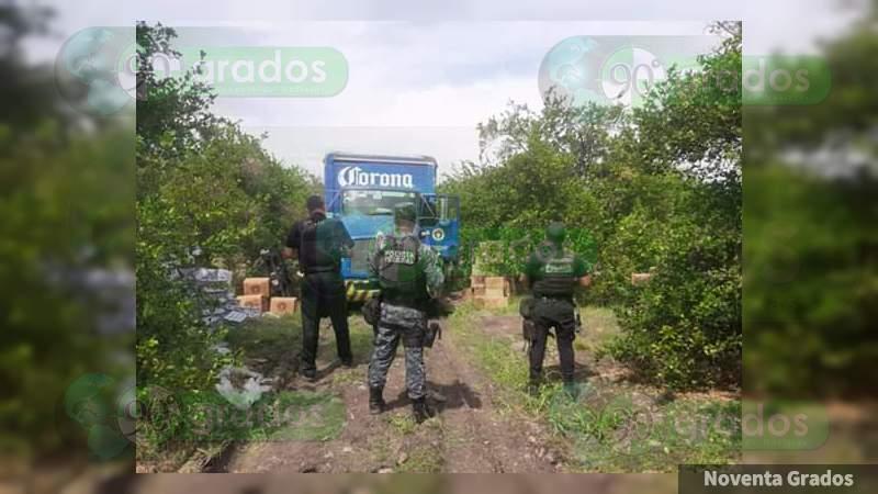 Recuperan mercancía de empresa robada por sujetos armados en Parácuaro, Michoacán