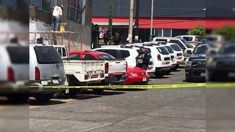 Policías contaminan la Escena del Crimen en Uruapan, Michoacán