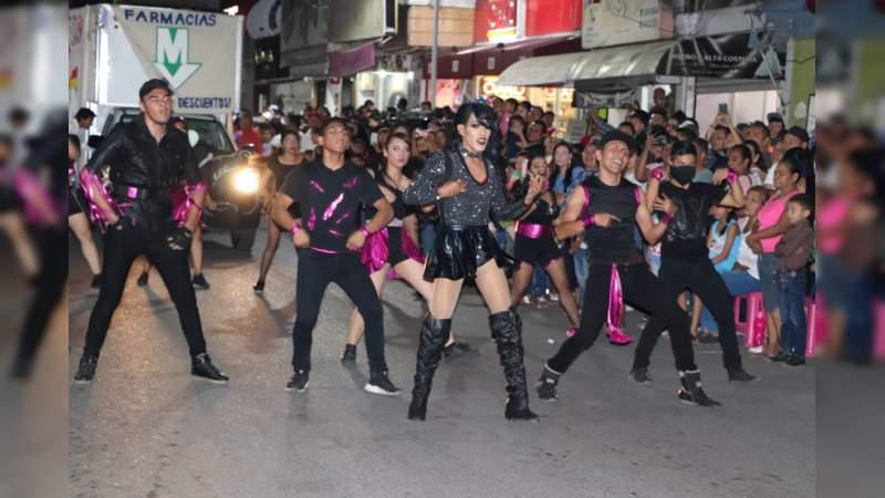 Celebran el carnaval en Apatzingán